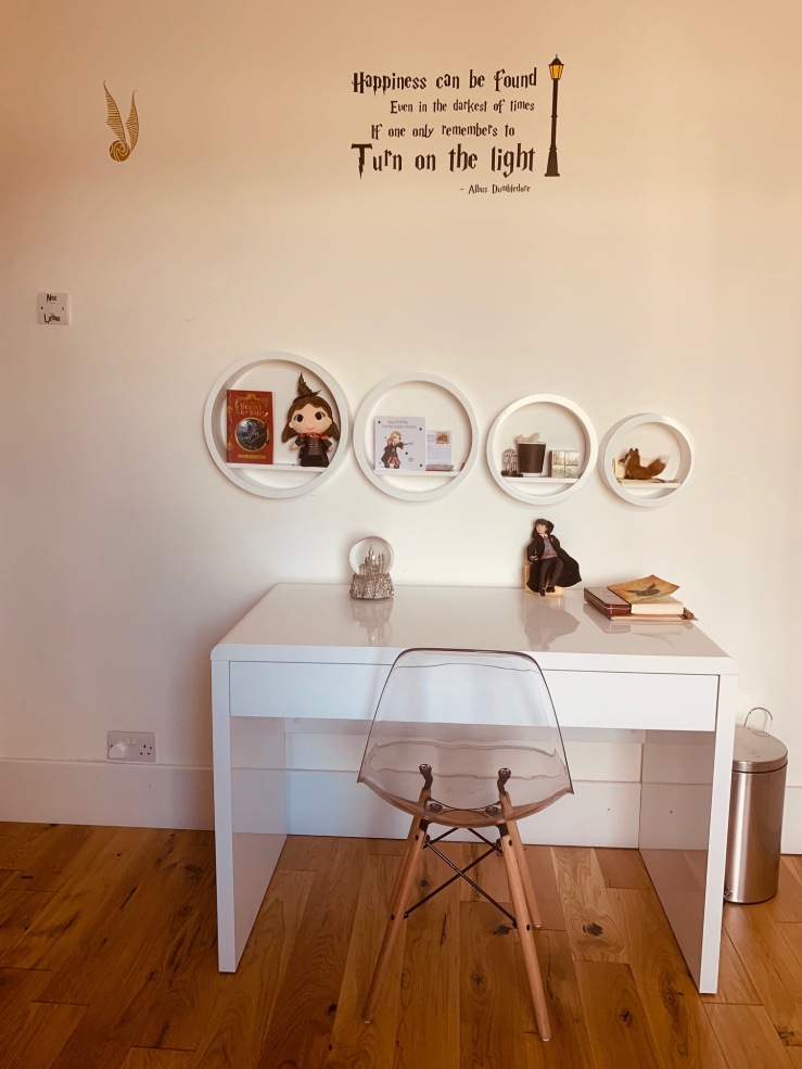 Lily desk